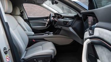 Audi e-tron - front seats