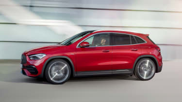 Mercedes-AMG GLA 35 - side