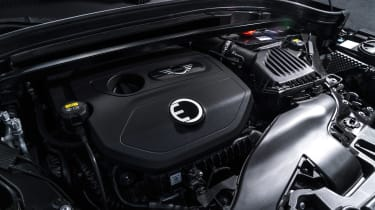 MINI Countryman S E - engine