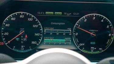 Mercedes E 300 de- instruments