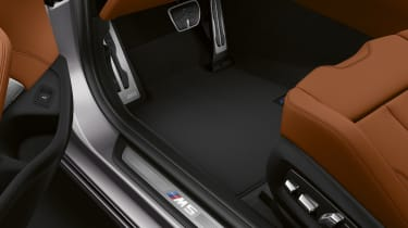 BMW M5 Competition Pack - footwell