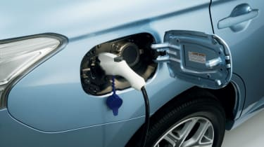 Mitsubishi Outlander PHEV 2014 plug in