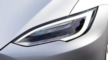 Tesla Model S 75D - front light