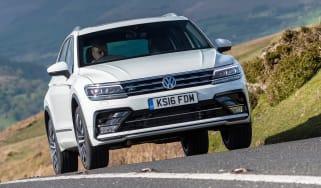 Volkswagen Tiguan R-Line 2016 - front hill