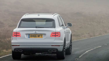 Bentley Bentayga Diesel - Ice white 2017 rear cornering