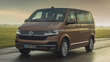 Volkswagen Caravelle - front action