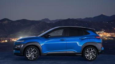 Hyundai Kona hybrid - side night
