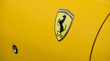 Ferrari 812 Superfast - Ferrari badge