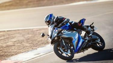 Yamaha YZF-R125 corner