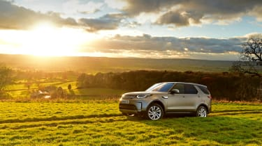 Land Rover Discovery Mk5 - sunset