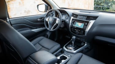 Nissan Navara NP300 2015 cabin