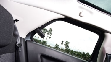 Citroen C4 Cactus - rear window