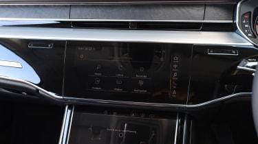 Audi A8 - infotainment