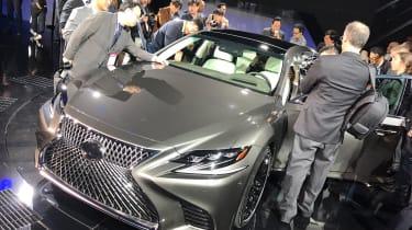 Lexus LS official 2017 - Detroit front