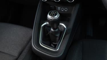 Renault Clio Long termer - gear lever