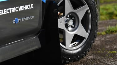 Nissan Re-Leaf - wheel