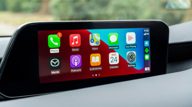 Mazda 3 e-SkyActiv X - CarPlay