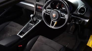 Porsche 718 Cayman - dash