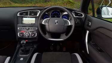 DS 4 Crossback group test - dashboard
