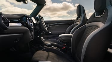MINI Convertible - front seats