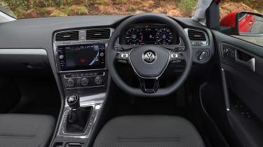 Volkswagen Golf - dash