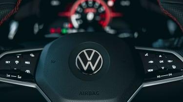 Volkswagen Golf GTI Clubsport 45 - steering wheel