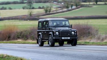 Land Rover Defender Works V8 - front panning
