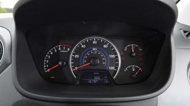Used Hyundai i10 Mk2 - dials