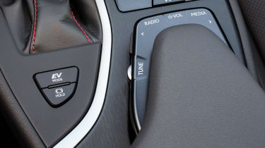 Lexus UX - button