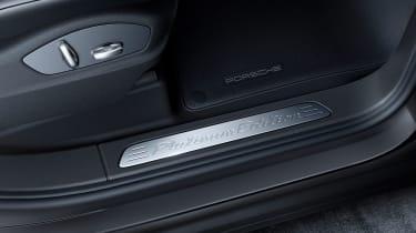Porsche Cayenne Platinum Edition seat
