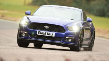 Ford Mustang 2.3 EcoBoost 2016 - front cornering