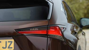 Lexus NX 300h - rear light