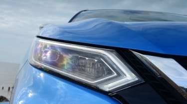 Nissan Qashqai - front headlight