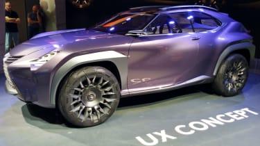 Lexus UX - Paris side