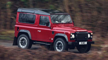 Land Rover Defender Works V8 - front action