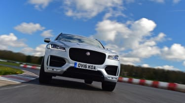 Jaguar F-Pace 2.0d R-Sport - on track