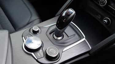 Alfa Romeo Stelvio Nero Edizione - centre console
