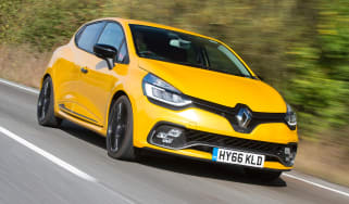 Renault Clio RS 220 Trophy - front