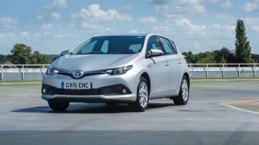 Toyota Auris Hybrid 2016 - front quarter
