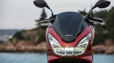 Honda PCX 125 review - headlamps