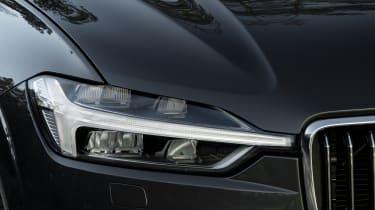 Volvo XC60 2017 - grey headlight