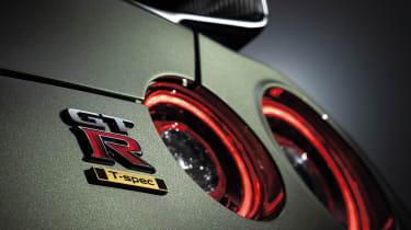 2022 Nissan GT-R - lights