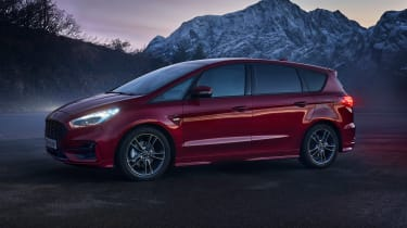 Ford S-Max hybrid - front dark