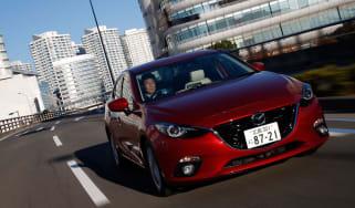 Mazda 3 Hybrid action