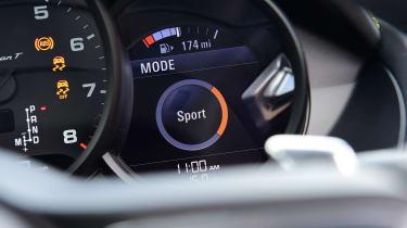 Porsche 718 Cayman T - dials