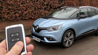Renault Grand Scenic - keyless entry