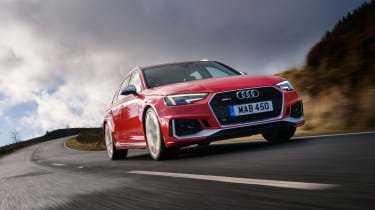 Audi RS 4 Avant - front tracking