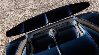 Bugatti Chiron - wing