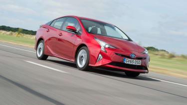 Kia Niro vs Toyota Prius -