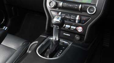 Ford Mustang Convertible - gear lever